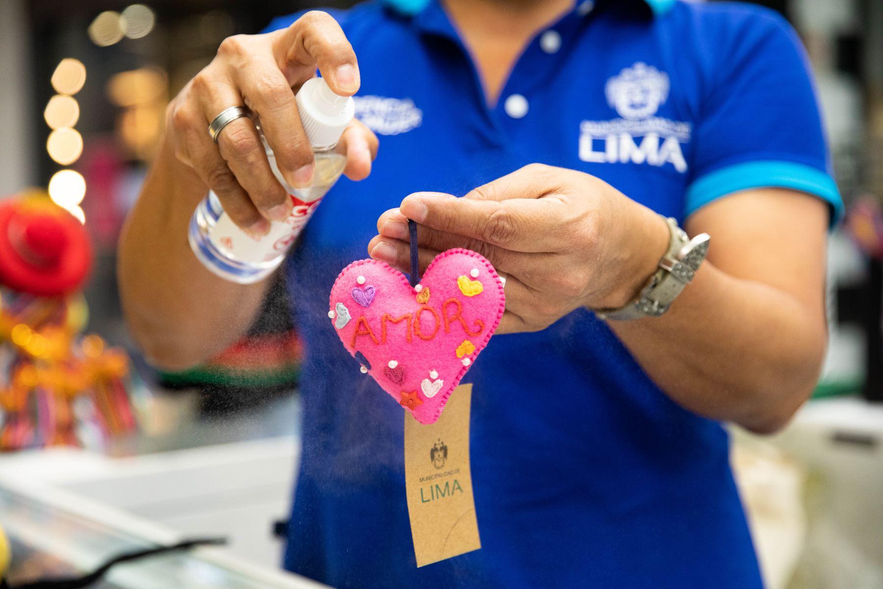 """La Municipalidad Metropolitana de Lima inauguró el módulo """"Mujer emprende"""", en el Jockey Plaza que tiene como objetivo beneficiar a mujeres de diferentes distritos de la ciudad, generando oportunidades de negocio para mejorar su calidad de vida y promover su independencia económica. Foto: MML"""