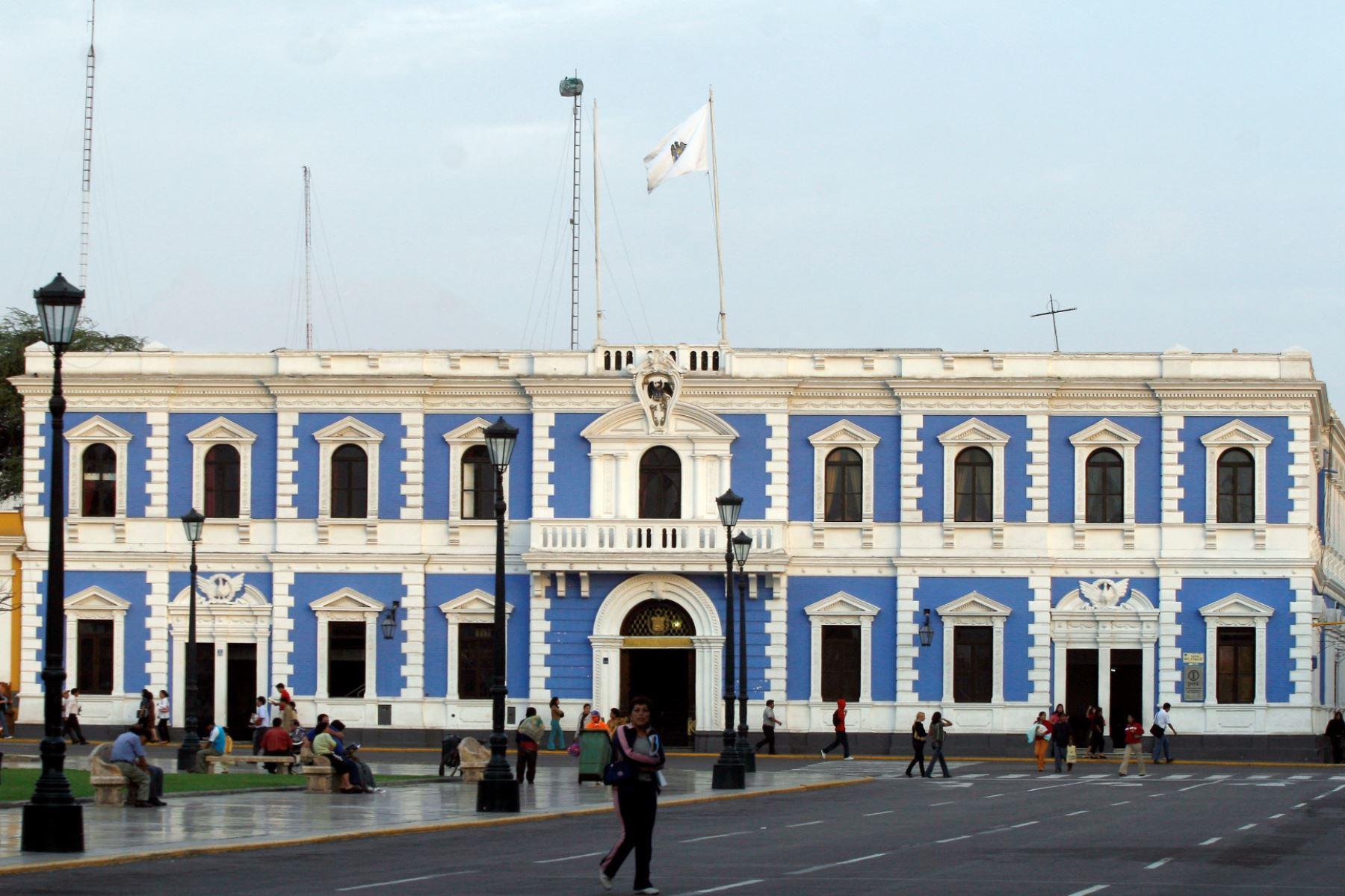 El concejo municipal de Trujillo creó una comisión para comprar 1 millón de vacunas contra el covid-19. Foto: ANDINA/archivo.