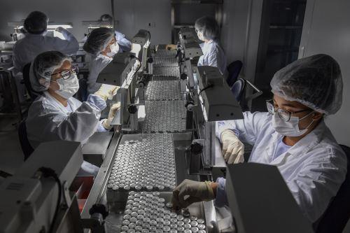 Según él, un 95% de las vacunas contra el covid-19 administradas en el mundo fueron inoculadas en 10 países, que no pasa. Foto: AFP