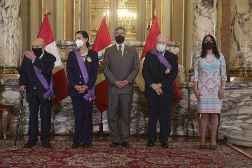 Tomás Unger, Ruth Shady y Uriel García reciben condecoración con la Orden al Mérito en Palacio de Gobierno