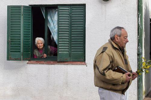 Ante la emergencia, los familiares de algunos huéspedes decidieron sacarlos del lugar, que sigue operando para la atención de los enfermos. Foto de archivo: AFP