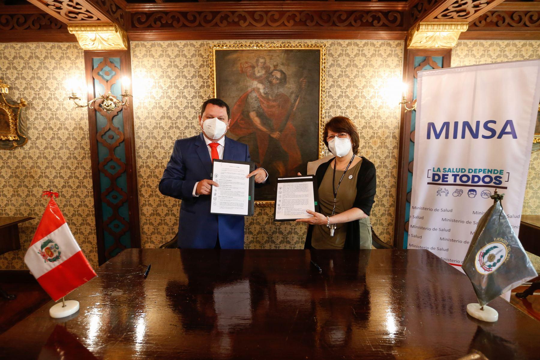 La ministra de Salud, Pilar Mazzetti y el Gobernador Regional de Piura, Servando Correa, suscribieron esta mañana un convenio de colaboración interinstitucional para la ejecución del Hospital de Alta Complejidad en la región norteña, en beneficio de más de cinco millones de personas. ANDINA/Difusión