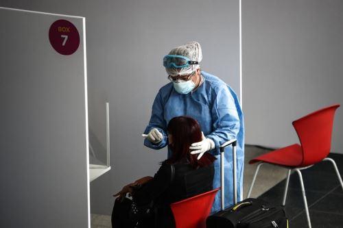Detectan en Argentina el primer caso de la cepa de covid-19 del Reino Unido.