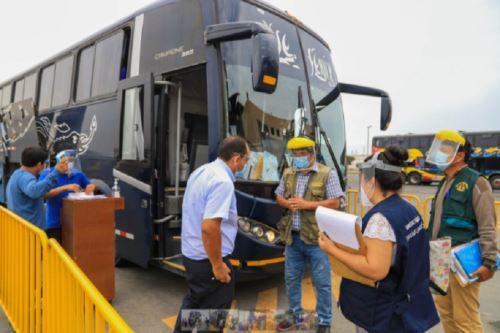 La Municipalidad Provincial del Santa, en un trabajo coordinado con la Fiscalía de Prevención del Delito, verificó el cumplimiento de las medidas de bioseguridad en el terminal terrestre de Chimbote, a fin de prevenir el contagio del covid-19.