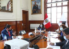 Jefa del Gabinete Ministerial, Violeta Bermúdez, se reúne con gobernadores regionales para abordar medidas frente a emergencia sanitaria.