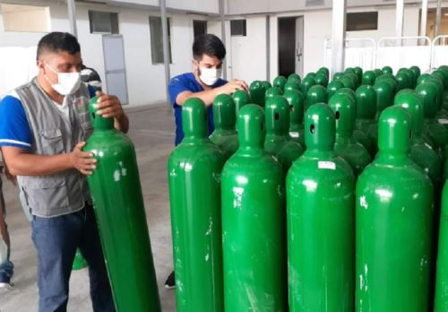 El gobierno regional de San Martín entregó a la Red de Salud de la provincia Rioja una dotación de 295 balones de oxígeno medicinal que serán distribuidos a los establecimientos de salud de la citada provincia, a fin de evitar el desabastecimiento de este vital elemento ante el repunte de casos de contagio de covid-19.