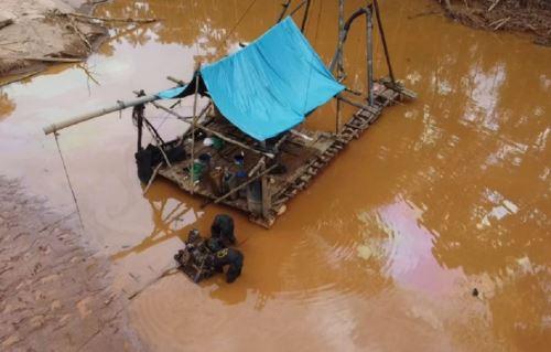 La Capitanía de Puerto de Puerto Maldonado realizó un operativo contra la minería ilegal en el río Malinowski, en la región Madre de Dios, en la que participó personal de la Fiscalía Especializada en Materia Ambiental (FEMA).