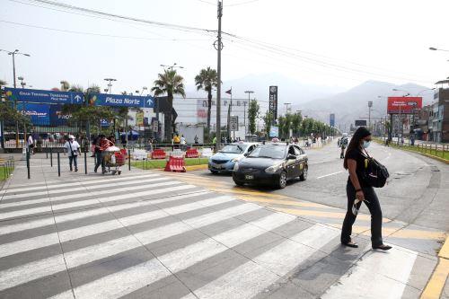Personas que se desplacen en el transporte público en Lima y Callao  deben usar mascarilla y protector facial