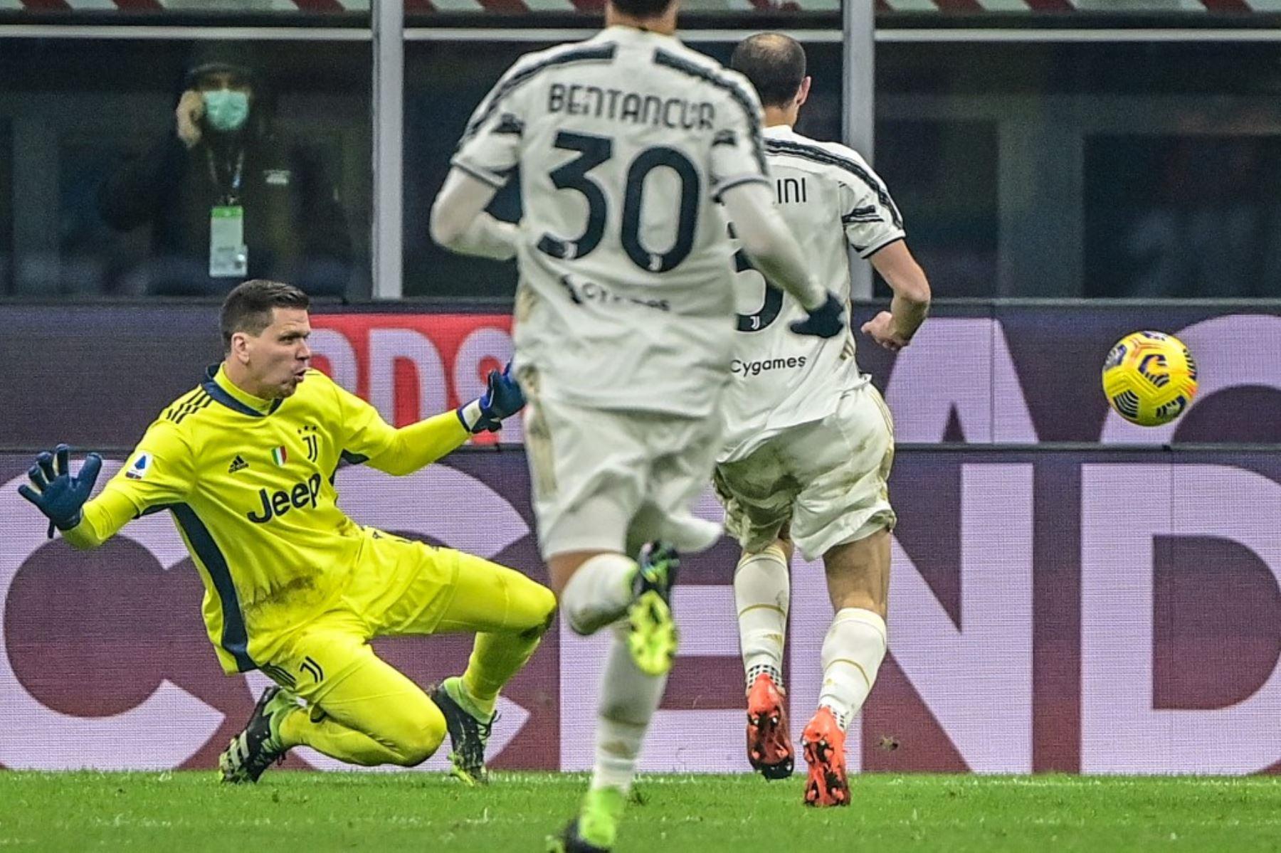 El portero de la Juventus sale a interceptar un balón en una jugada de ataque. Foto: AFP