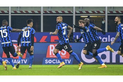 Inter de Milán derrotó 2-0 a Juventus en el clásico del fútbol italiano