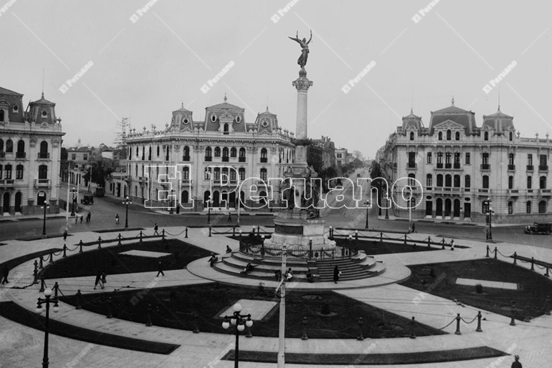 Plaza Dos de Mayo con los modernos edificios que donara a la ciudad el empresario y filántropo Víctor Larco Herrera (1937). Foto: Archivo Histórico de El Peruano