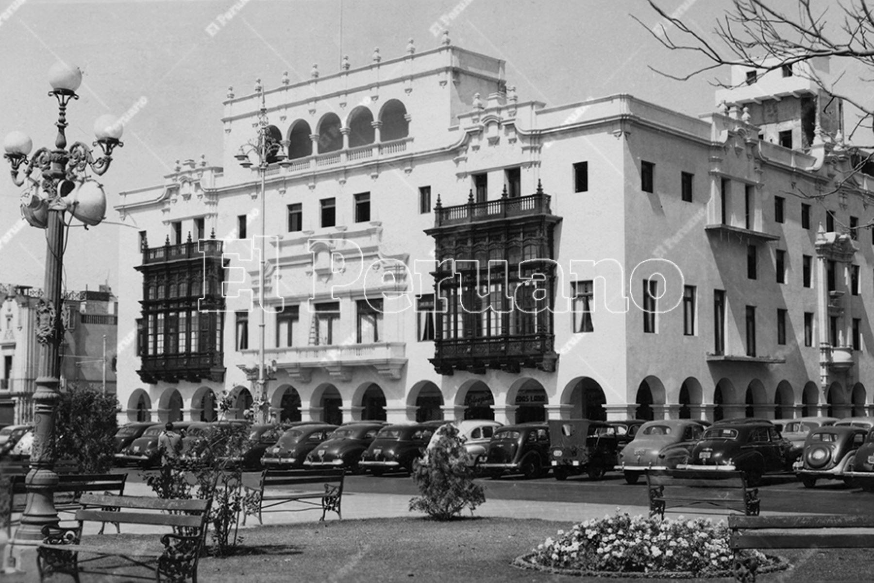 Emblemático Club de la Unión en la Plaza de Armas de Lima (1945). Foto: Archivo Histórico de El Peruano