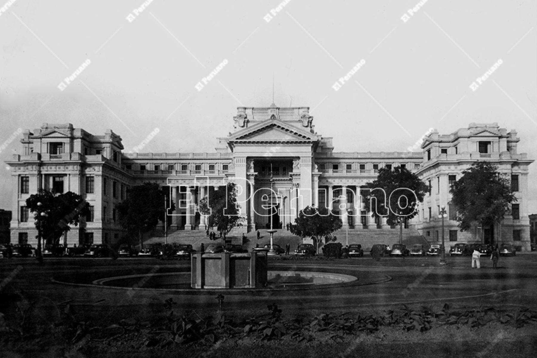Palacio de Justicia, sede del Poder Judicial, en el Paseo de los Héroes Navales (1940).  Foto: Archivo Histórico de El Peruano