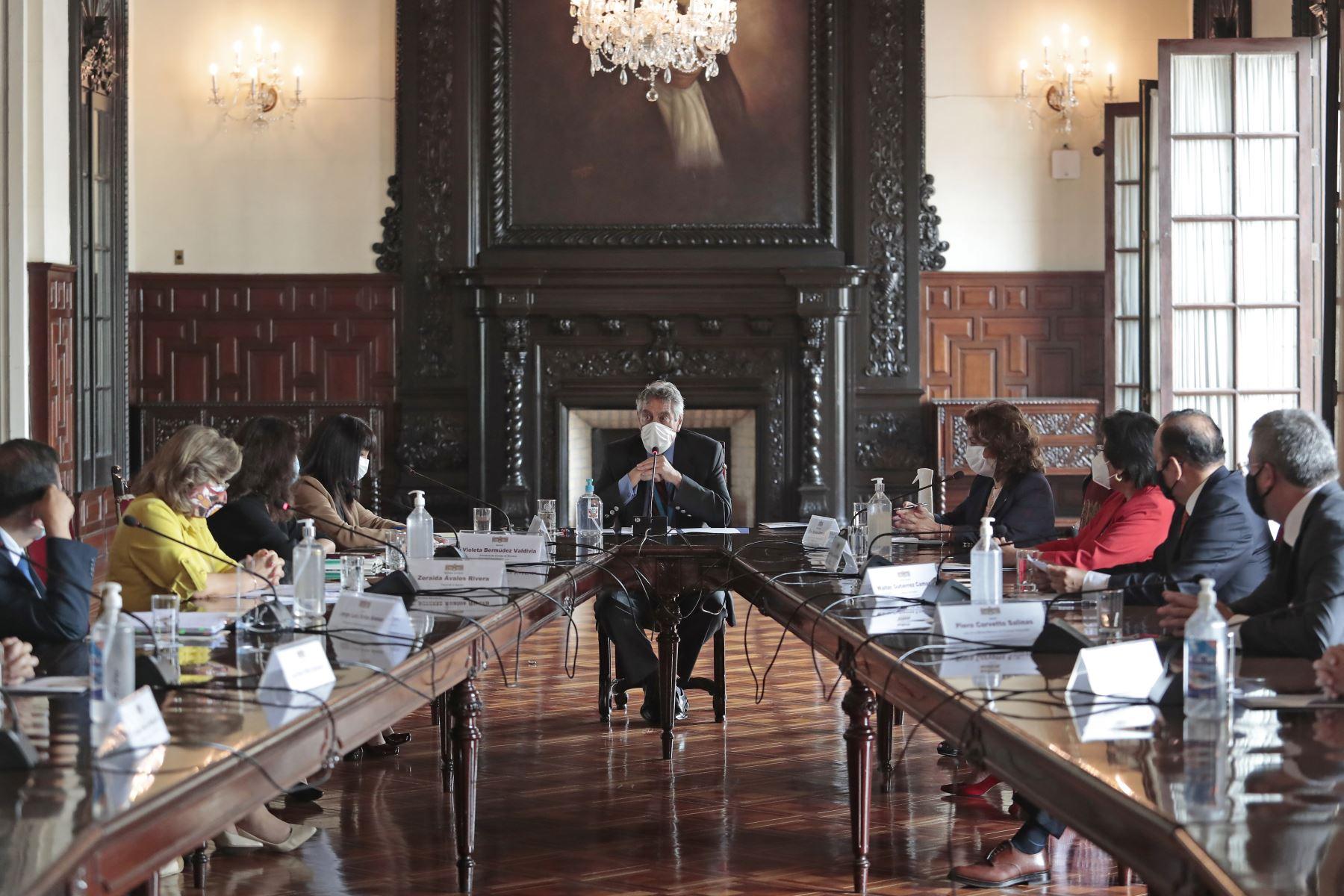 El presidente Francisco Sagasti, lideró la sesión del Consejo de Estado, que reunió en esta ocasión a autoridades electorales para evaluar medidas frente al Covid-19 durante la campaña electoral respetando los protocolos sanitarios establecidos.  Foto: ANDINA/ Prensa Presidencia