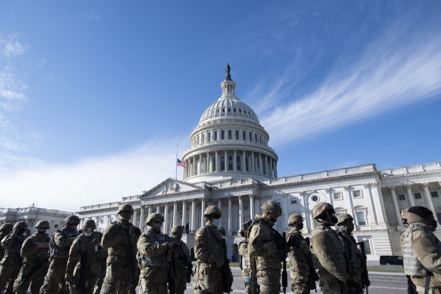 """Miembros de la Guardia Nacional de EE. UU. llegan al Capitolio tras una """"amenaza de seguridad externa"""". Foto: AFP"""
