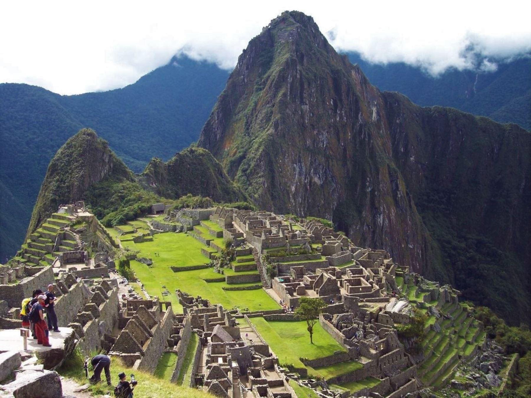 Desde este lunes 1 de marzo se reiniciarán las visitas a la ciudadela inca de Machu Picchu, con un aforo permitido del 40 % de la capacidad de carga del Santuario Histórico-Parque Arqueológico y principal atractivo turístico del Perú, lo que significa un ingreso máximo de 897 personas por día. Foto: ANDINA/difusión.