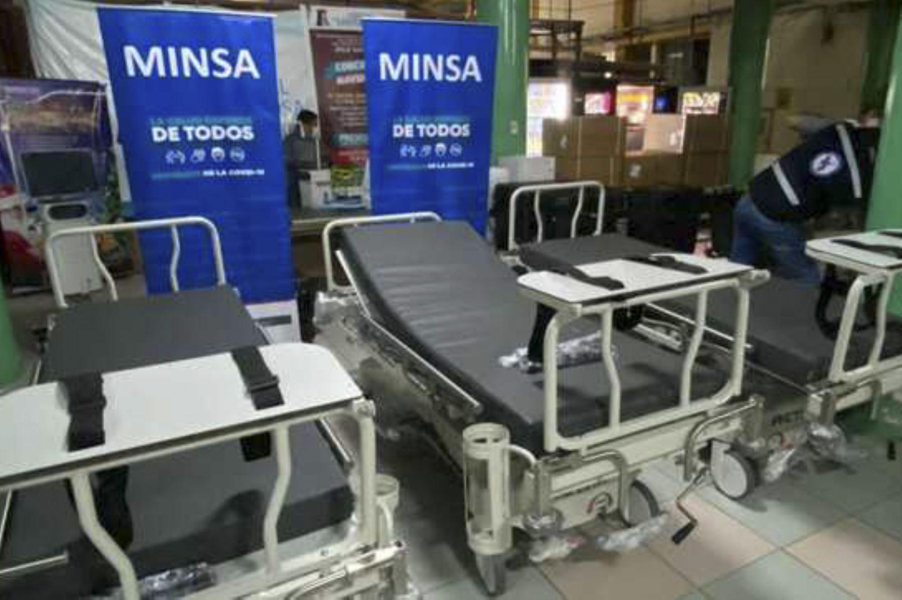 Con esta entrega, son más de 120 las camas de hospitalización desplegadas a diferentes establecimientos de salud en Lima, para reforzar el primer y segundo nivel de atención y ampliar la capacidad de atención de casos covid-19. ANDINA/Difusión
