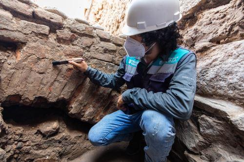 Imágenes de los restos arqueológicos hallados debajo de la alameda Chabuca Granda