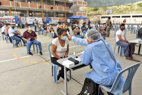 Covid-19: Minsa realizó evaluación y pruebas moleculares a vecinos de Huaycán