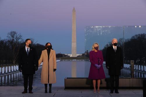 Biden rinde homenaje en Washington a los 400.000 fallecidos por covid-19 en EE.UU.