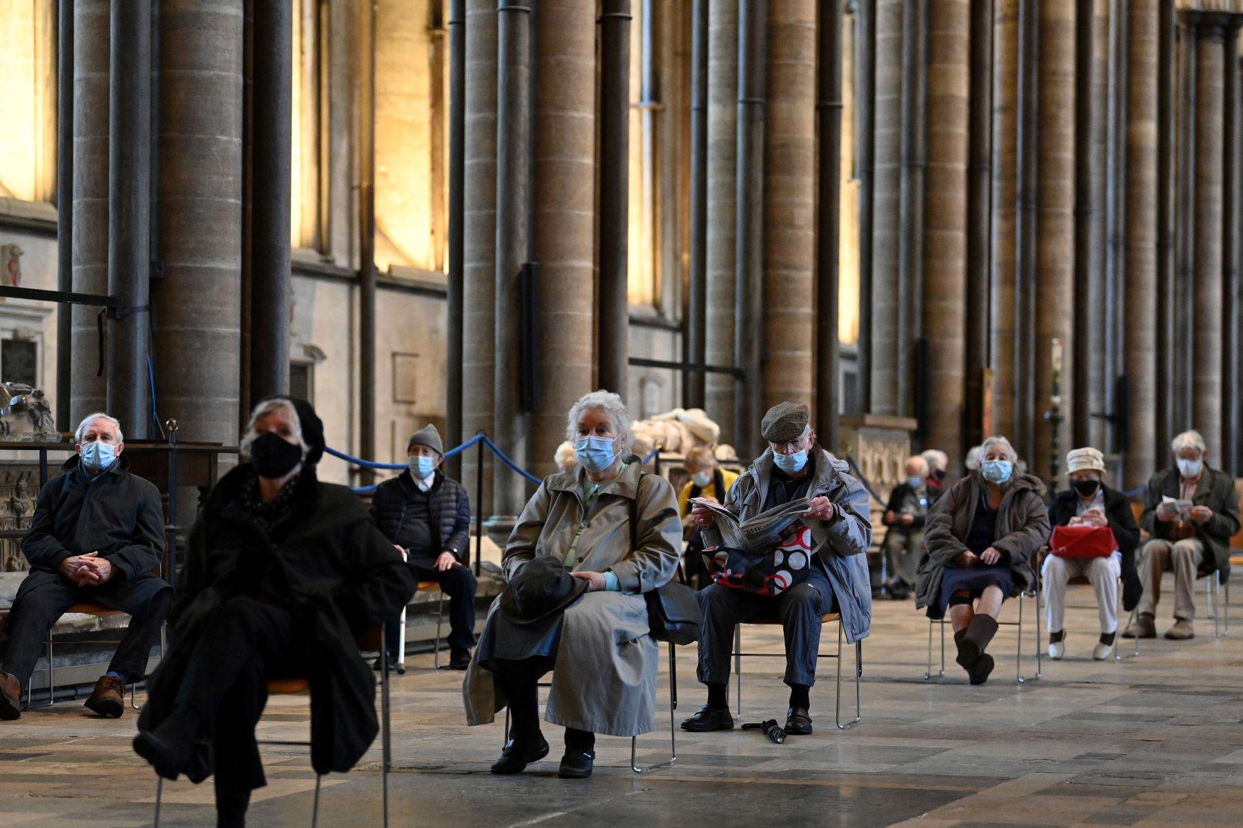 El edificio de los siglos XIII-XIV es una de las tres catedrales británicas que participan en el mayor programa de vacunación de Inglaterra. Foto: AFP