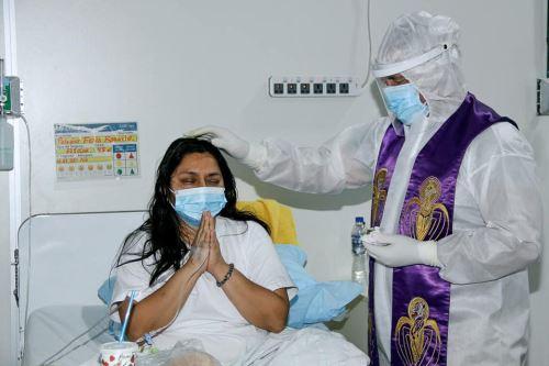 Padre Juan García Trelles de la parroquia Cristo Rey de Piura brinda soporte espiritual a pacientes con  covid-19