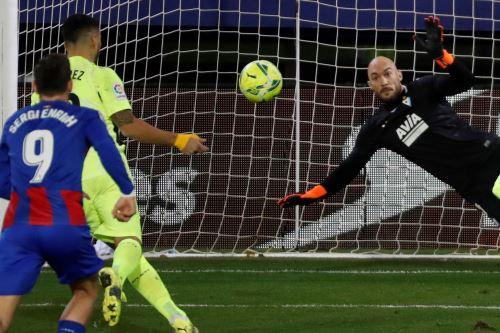 Con brillantes goles de Luis Suarez, atlético de Madrid gana 2  a 1 al Eibar por la Liga Santander