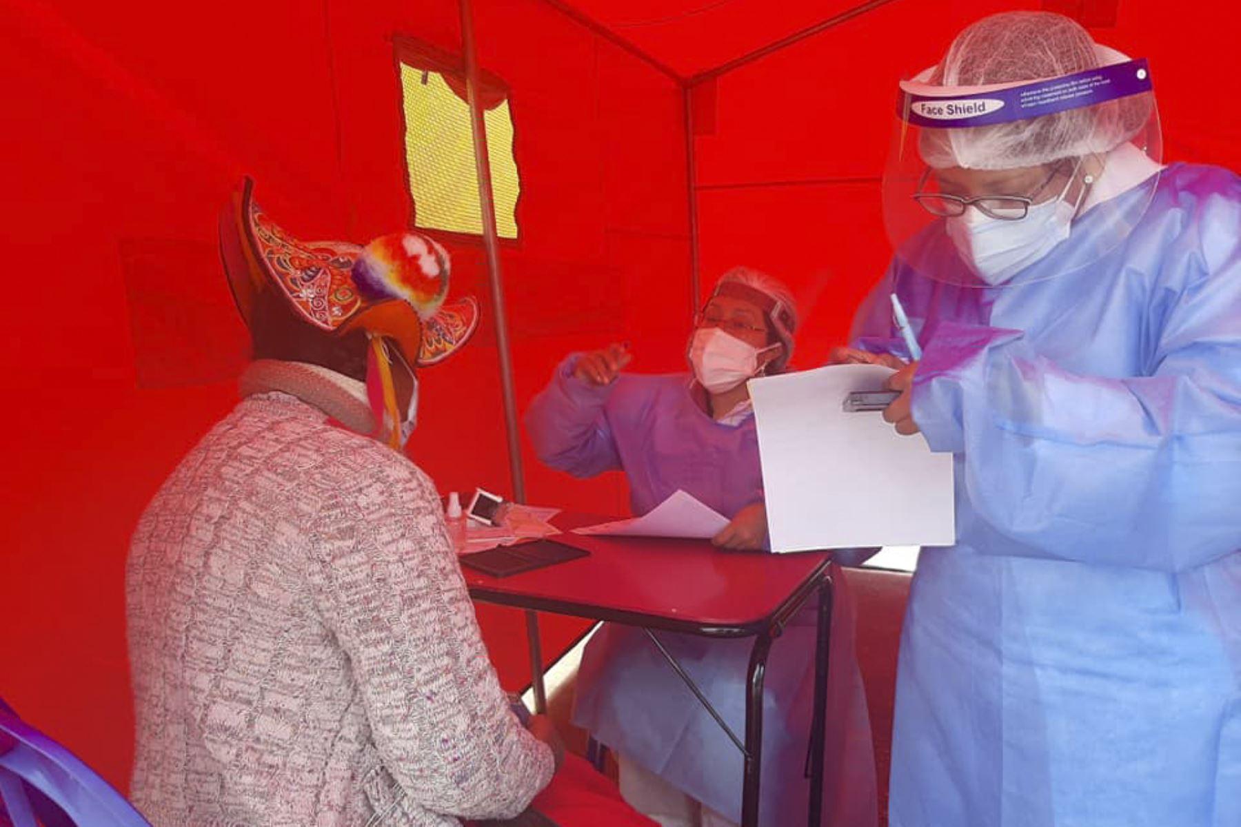Personal del Minsa y la Diresa Puno realizó una intervención de salud pública Tayta en el distrito de Coata, cumpliendo con el compromiso de brindar atención integral de salud a los pobladores de la cuenca. Foto: Minsa