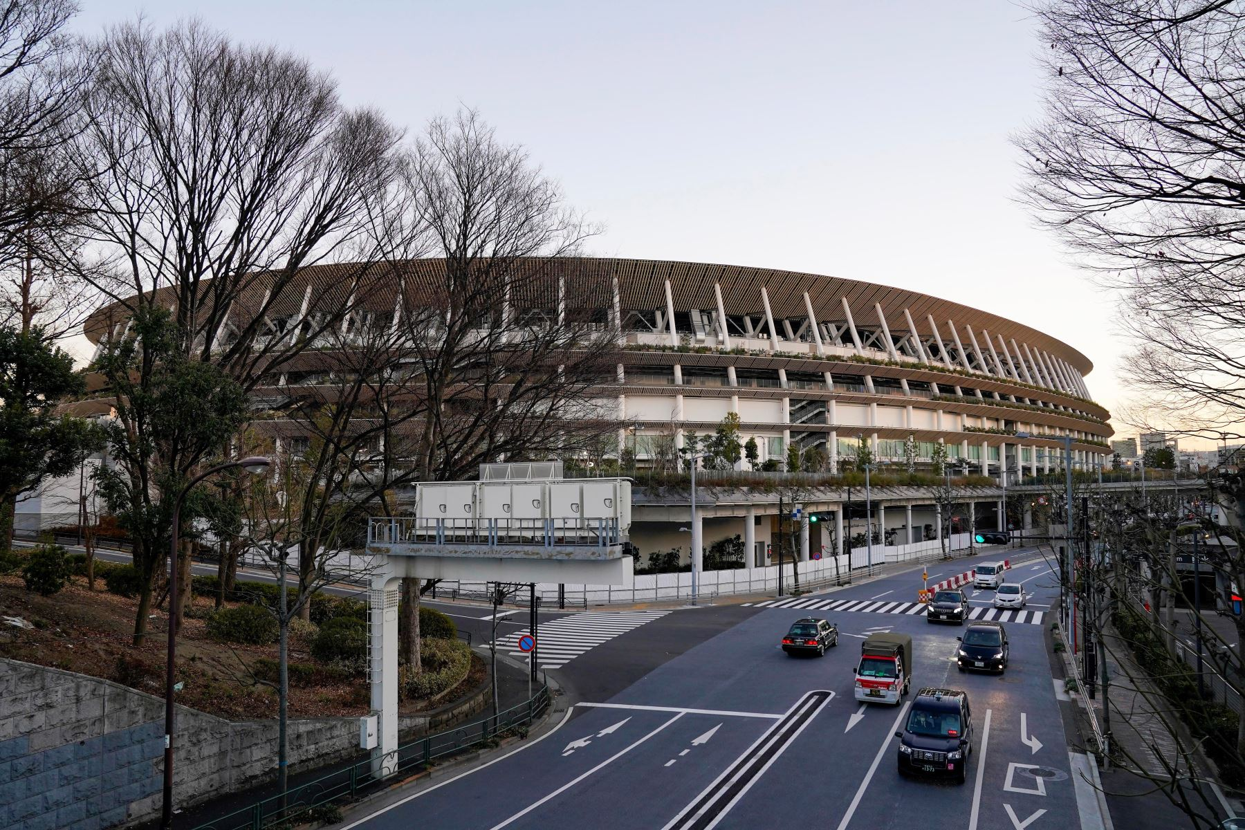 El Estadio Nacional, la sede principal de los Juegos Olímpicos y Paralímpicos de Tokio 2020, se ve en Tokio, Japón. Foto: AFP