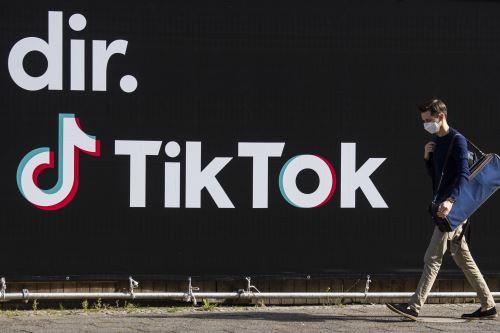 """Esto significa que se prohíbe a TikTok explotar """"los datos de los usuarios cuya edad no se ha establecido con certeza absoluta"""", indicó la autoridad independiente. Foto: AFP"""
