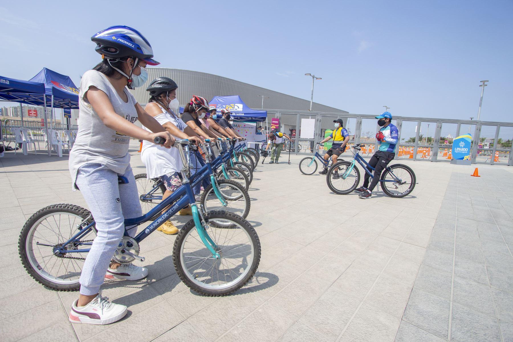 Municipalidad de Lima promueve la Escuela de ciclismo urbano, que en esta oportunidad llega a Villa El Salvador.  Foto: Municipalidad de Lima