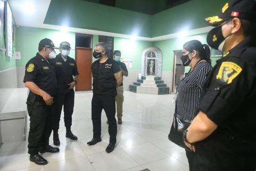Ministro del Interior y  ministra de Defensa participan en operativo para supervisar el cumplimiento de la inmovilización social obligatoria