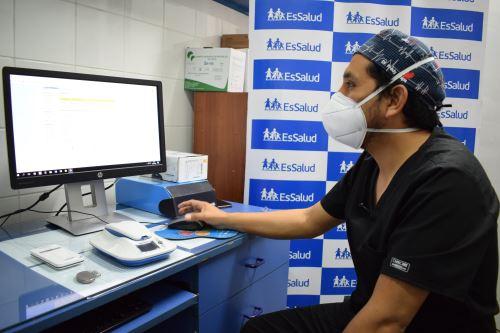 EsSalud aplica moderna técnica para seguimiento de pacientes con marcapasos. Foto: ANDINA/Difusión.