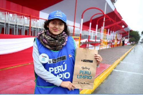 Los jóvenes participantes – hombres y mujeres- serán beneficiarios de un plan de capacitación en historia ambiental del Perú, procesos de mejoramiento de desempeño ambiental en materias tales como: educación ambiental, calidad ambiental (aire, agua y suelo) y fiscalización ambiental; entre otros temas.