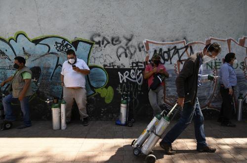 Covid-19: mexicanos hacen cinco horas de cola para una hora de oxígeno en CDMX