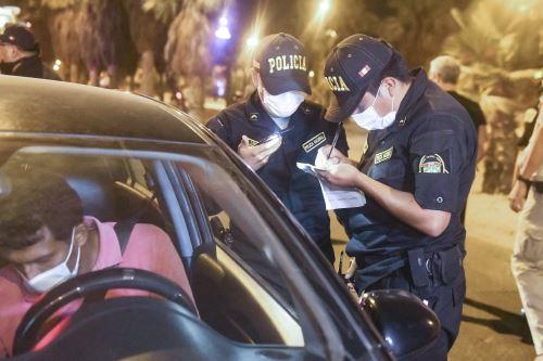 Policía impuso más de 3,000 papeletas por violar las medidas sanitarias. Foto: ANDINA/Difusión.
