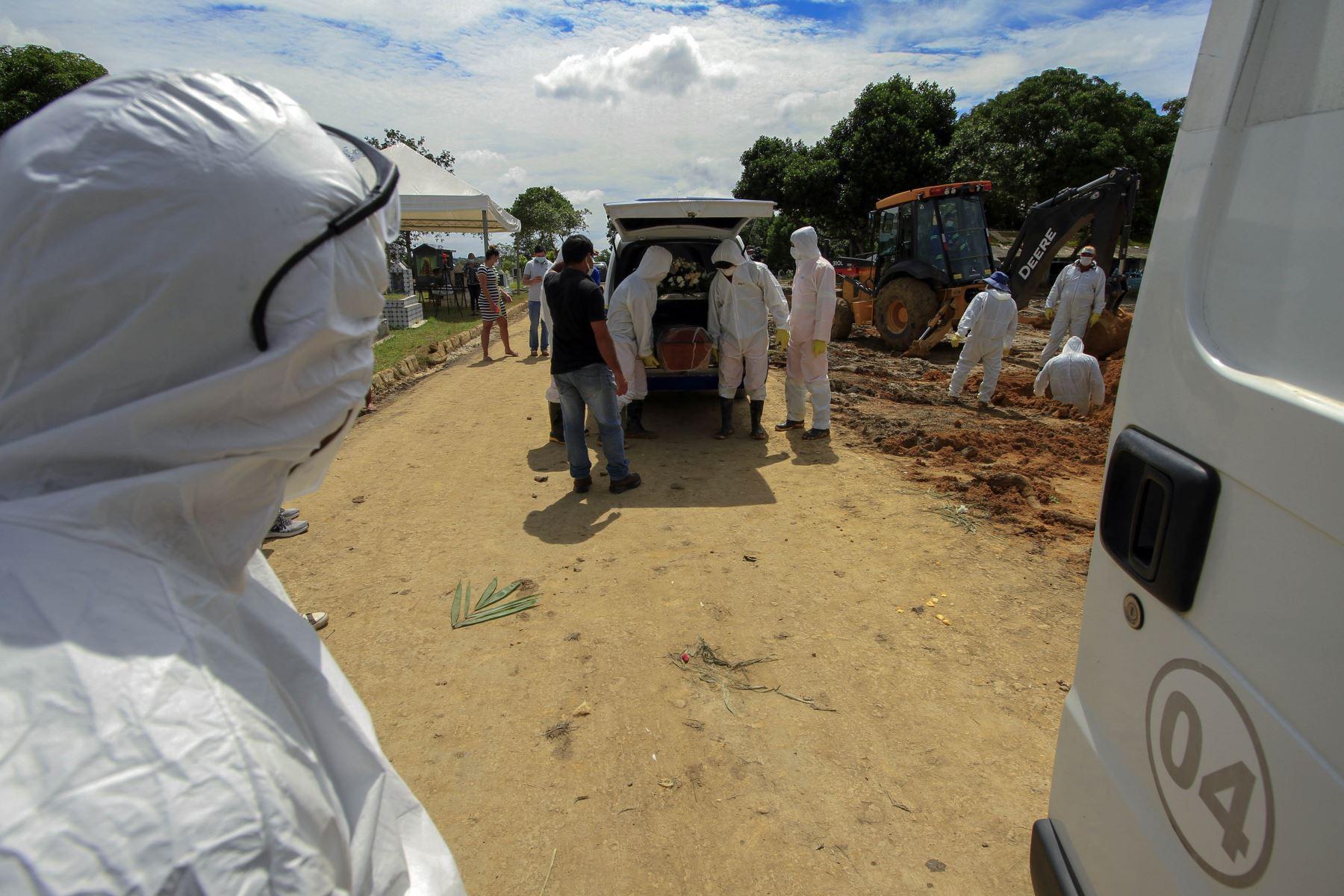 Unidad de atención médica improvisada en el barrio indígena Parque das Tribos, ubicado en la ciudad de Manaos. Foto: AFP