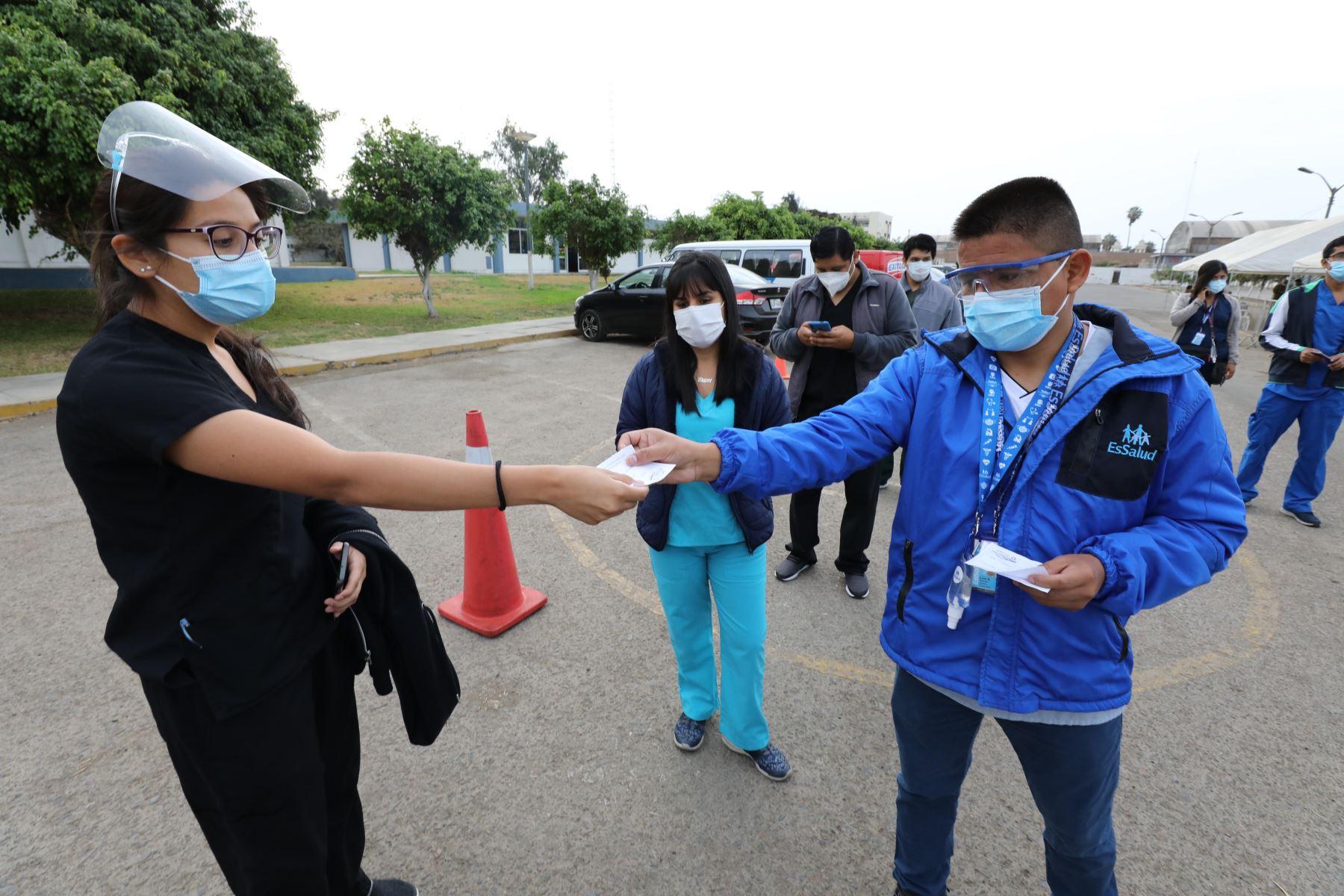 EsSalud envía la primera brigada en esta segunda ola, a la ciudad de Iquitos y Huánuco para reforzar atención de pacientes de Covid-19. Foto:ANDINA/EsSalud