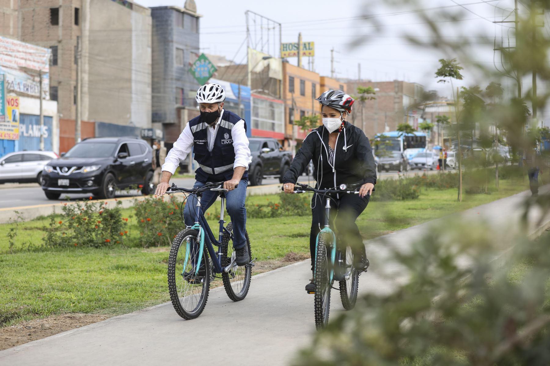 El  alcalde de Lima  Jorge Muñoz, recorre ciclo vía, de  la avenida Malásquez. Foto: ANDINA/ MLM