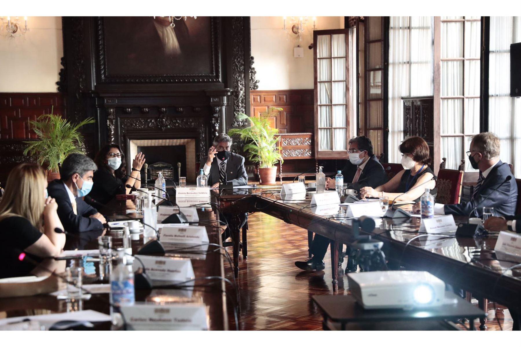 Sagasti se reunió con el grupo que apoya la vacunación contra Covid-19. ANDINA/Prensa Presidencia