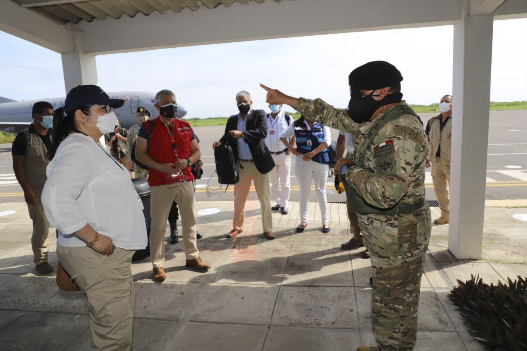 Acciones de vigilancia y prevención ante el avance del Covid-19. Fuerzas Armadas despliegan unidades blindadas y personal para reforzar la seguridad y el control en la frontera norte del Perú. Foto: @CCFFAA_PERU