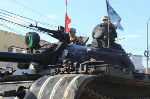 Fuerzas Armadas despliegan unidades blindadas y personal para reforzar la seguridad y el control en la frontera norte del Perú