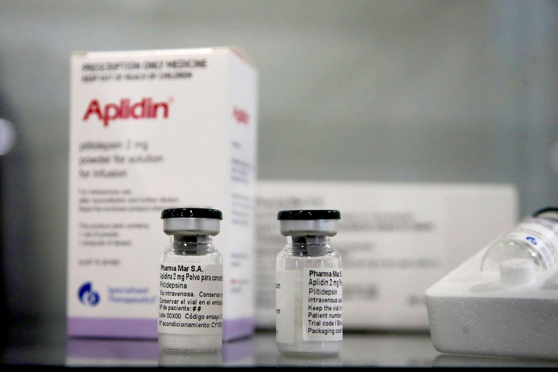 La plitidepsina (Aplidin) actúa bloqueando la proteína eEF1A, presente en las células humanas, y que es utilizada por el SARS-CoV-2 para reproducirse e infectar a otras células.