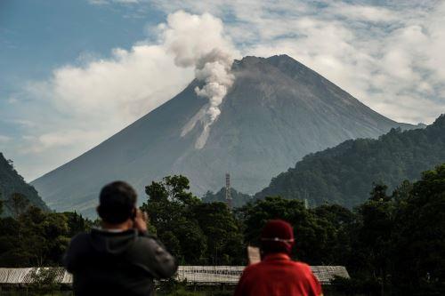 Volcán indonesio Mount Merapi entra en erupción