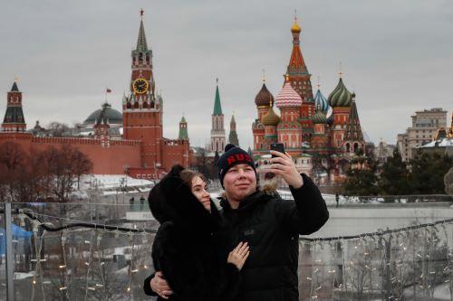 Moscú levanta restricciones ante la disminución de casos de covid-19