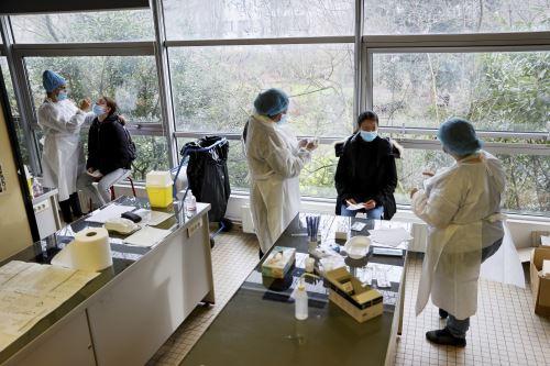 Francia registra 26 mil 916 casos de la covid-19