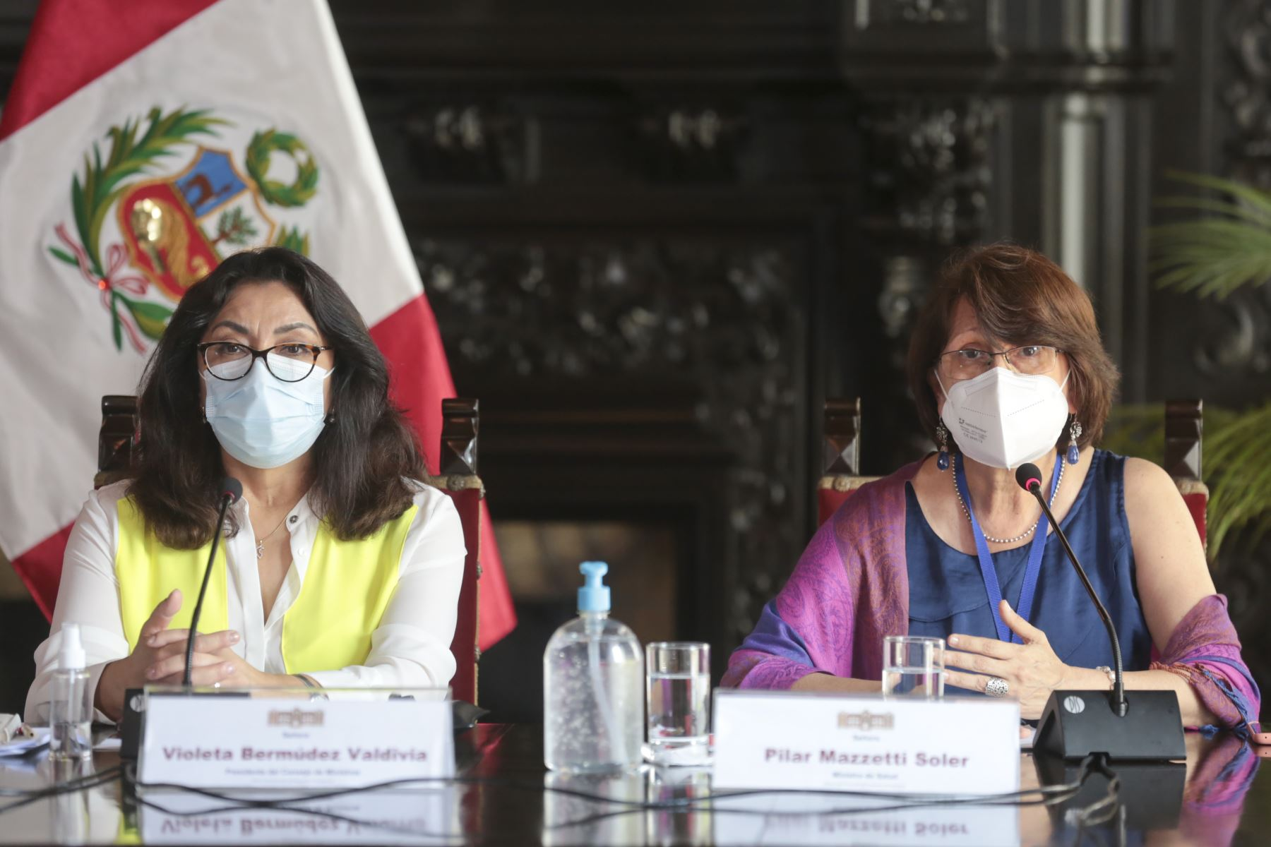 La presidenta del Consejo de Ministros, Violeta Bermúdez y la ministra de Salud, Pilar Mazzetti, brindan una conferencia de prensa  para detallar las medidas implementadas por el gobierno de transición y emergencia ante la pandemia. Foto: PCM