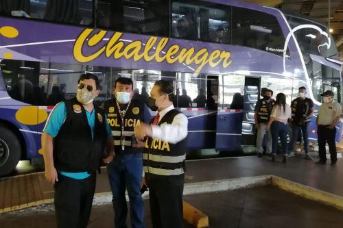 Personal policial intervino a 25 personas de nacionalidad venezolana en el Terminal Terrestre de Plaza Norte