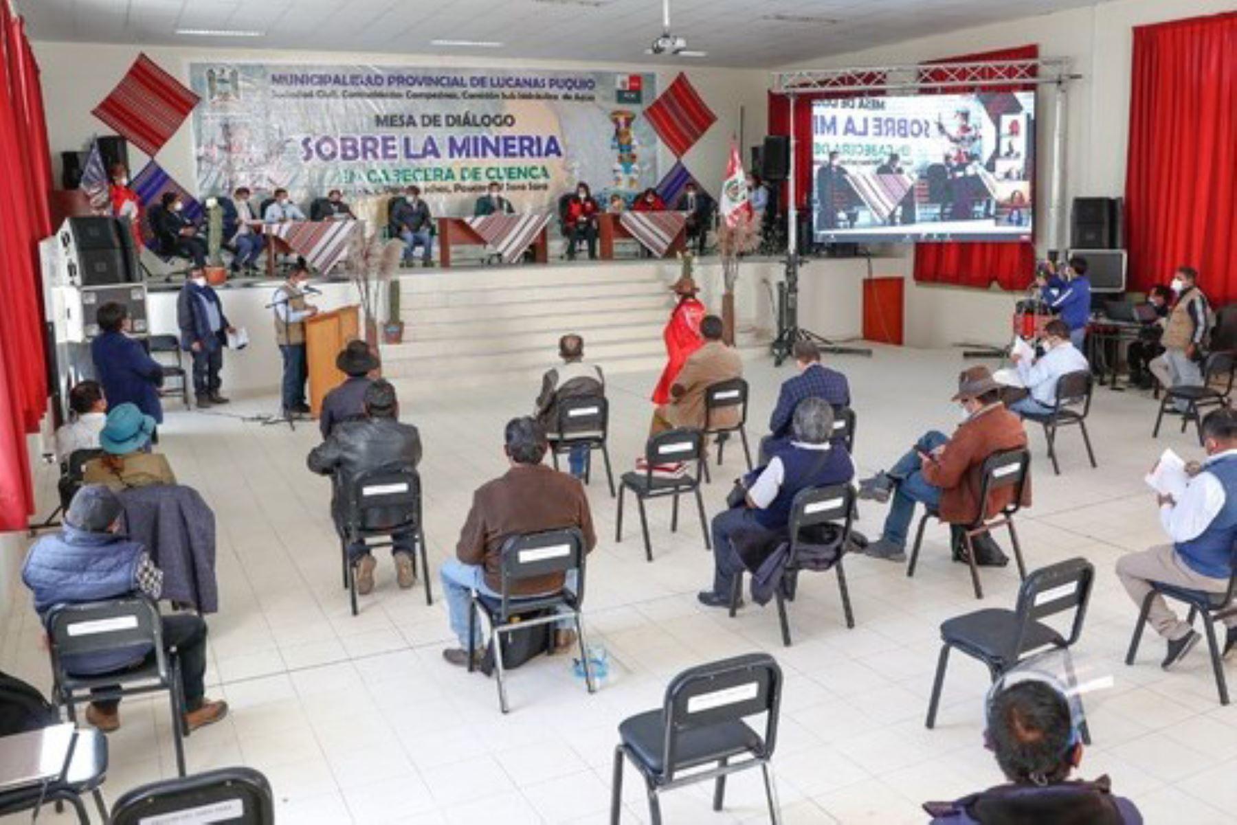 Reunión entre una comitiva del Gobierno y autoridades de las provincias del sur de Ayacucho. Foto: ANDINA/Difusión