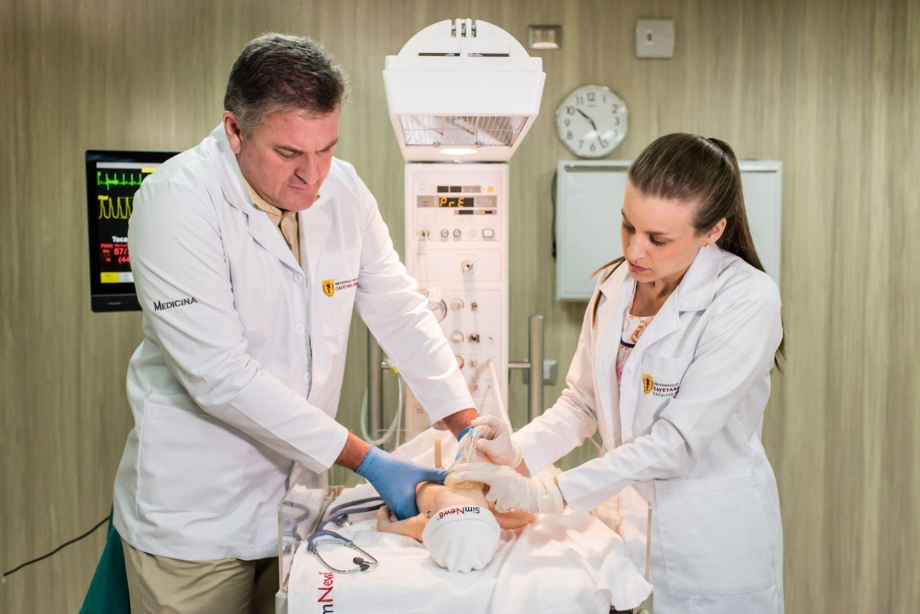 Medicina de Cayetano Heredia es la primera carrera profesional licenciada por Sunedu. Foto: Sunedu
